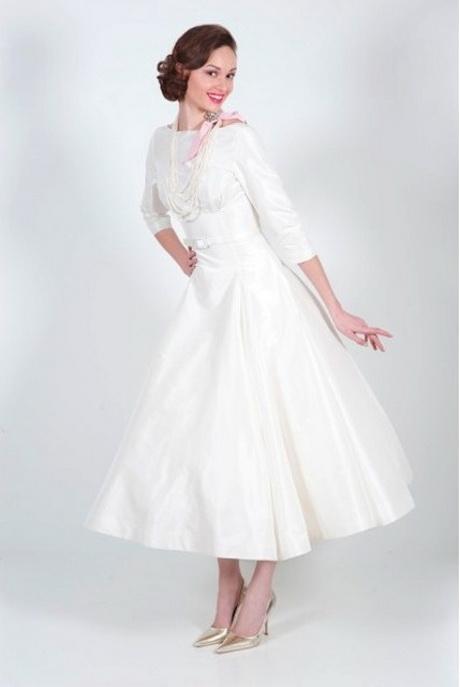 plus length attire visitor of wedding