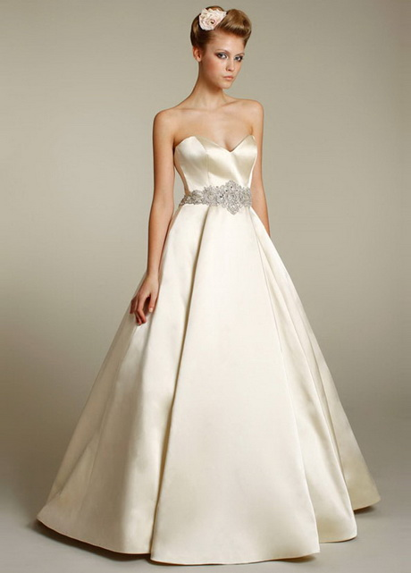 Lazaro wedding dresses for Princess style wedding dresses sweetheart neckline