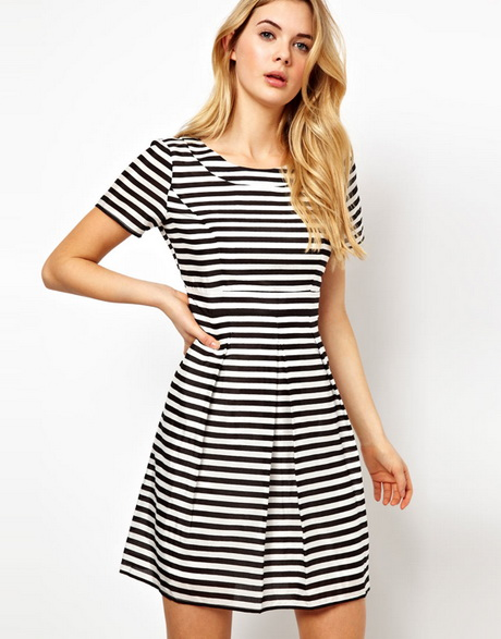 This simple yet stylish black and white striped mini dress is a must have this season! Featuring a tie waist, it's so easy to dress up or down whatever the occasion.