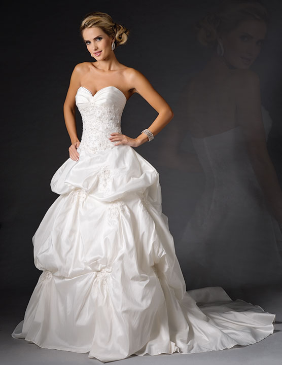 Bridal-Gowns-AA9262