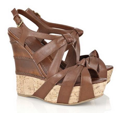 И, похоже, обувь на платформе уже переходит в разряд классической обуви. . Обувь на платформе стала