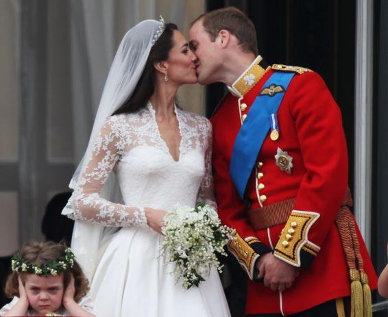 william kate royal kiss on balcony