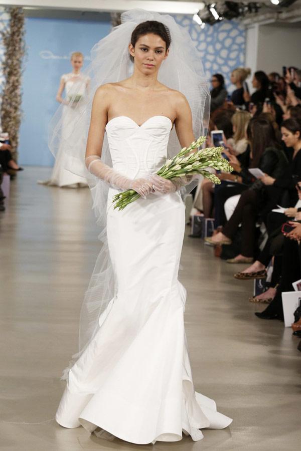 Oscar de la renta wedding dresses for Oscar dela renta wedding dress