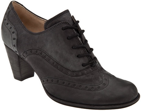 This womens oxford shoe is beautiful! From the distressed leather to