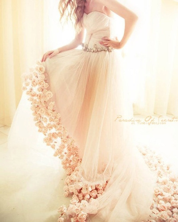 unique wedding dress, wedding dress stands out