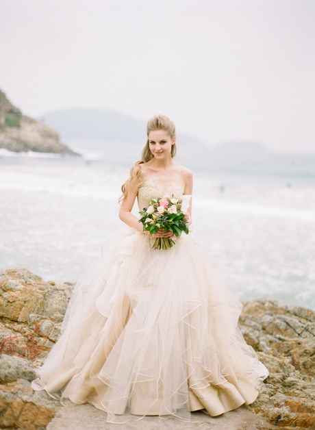Vera wang beach wedding dresses for Best wedding dresses for beach weddings