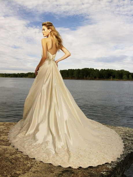 Wedding Dresses For A Beach Ceremony : Wedding dresses suit beach weddings very much it makes you ceremony