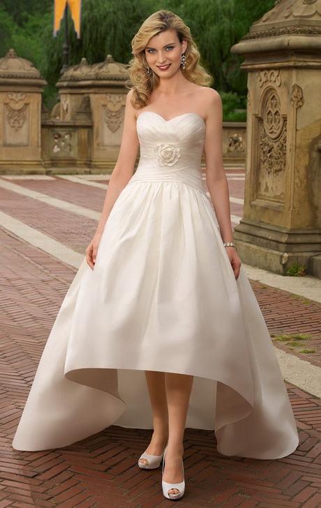 Wedding gowns for petite brides for Wedding dress styles for petite brides