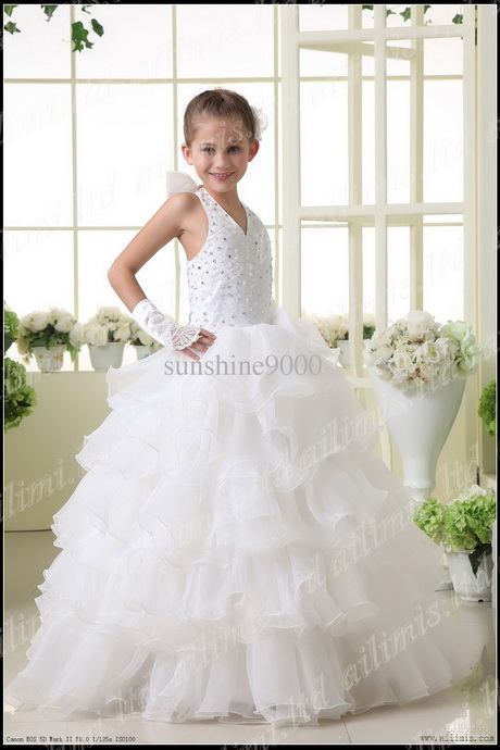 Little girl in wedding dress the image for Girls dresses for a wedding