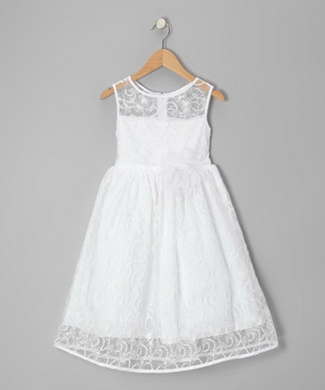 What style of baby dresses for a 1st birthday party? Your baby girl's first birthday party is a very special occasion—a memorable moment deserves a memorable outfit. For a laidback celebration, dress her in a casual dress.
