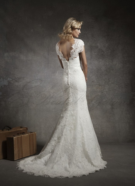 Chantilly lace wedding dress for Lace sweetheart wedding dress cap sleeves
