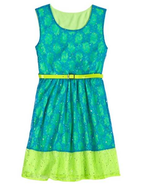 ModCloth is democratizing women's clothing one cute outfit at a time! We welcome you to our wonderful world of women's vintage clothing, accessories, handbags, and shoes, where fresh floral patterns and daring designs flourish, and fun frocks spring into style.