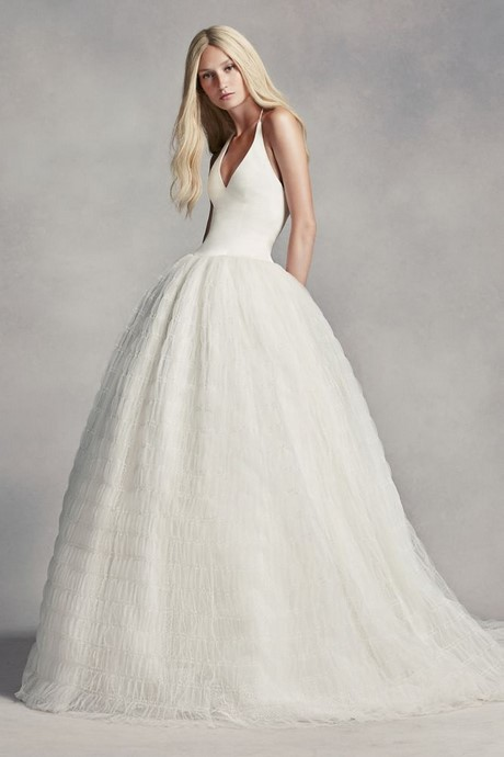 Vera wang wedding dress 2017 for Affordable vera wang wedding dresses