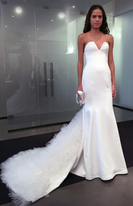 Vera wang wedding dresses spring 2017 for Wedding dresses by vera wang 2017