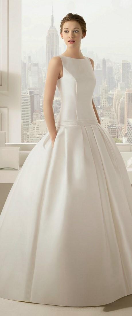 Vera wang wedding gowns 2017 for Vera wang beach wedding dress