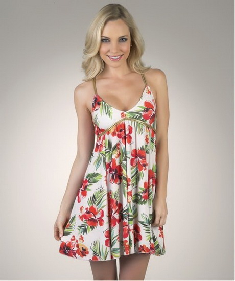 A breezy sundress works well in the summer and a casual, A-line design is the best pick for a picnic or day at the park to soak up the beautiful weather. Cute girl dresses also feature pretty embellishments and colorful prints your child will love, and they're also versatile enough for different events.