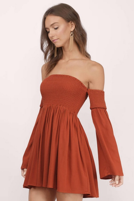 Dresses are the most-wanted wardrobe item for day-to-night dressing. From cool-tone whites to block brights, we've got the everyday skater dresses and party-ready bodycon styles that are perfect for transitioning from day to play.