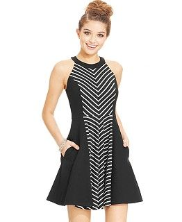 Shop juniorsâ dresses that sheâ ll love to wear. Whether she needs something for a formal occasion or a simple sun dress to wear when the weather gets warm, you can find just what she needs to create the perfect wardrobe. Sears is your fashion one-stop-shop.