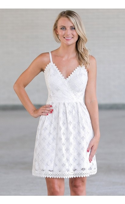 Dresses with Lace and Embroidery for a Nuclear White Summer